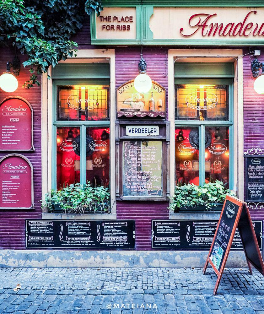 colorful-facade-in-Patershol,-Ghent,-Belgium