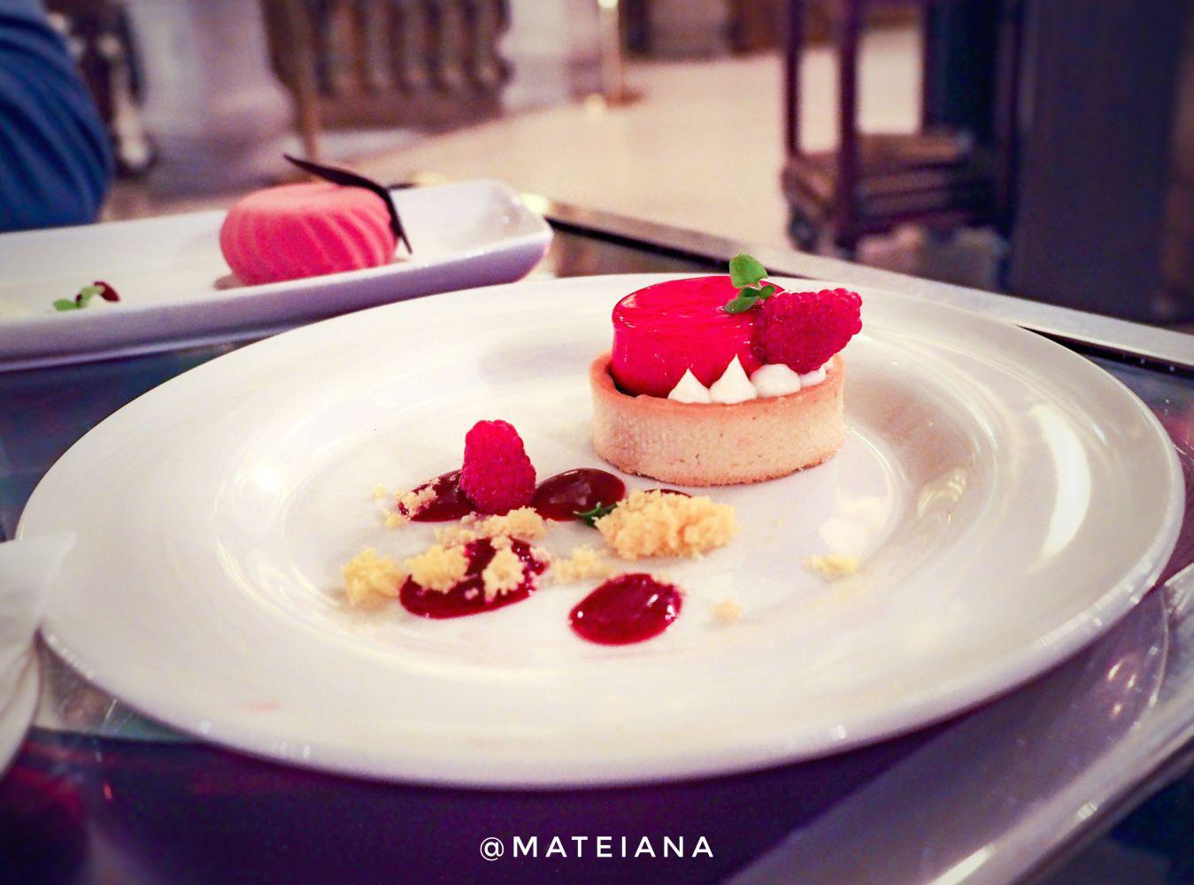 Desserts at New York Cafe Budapest - details