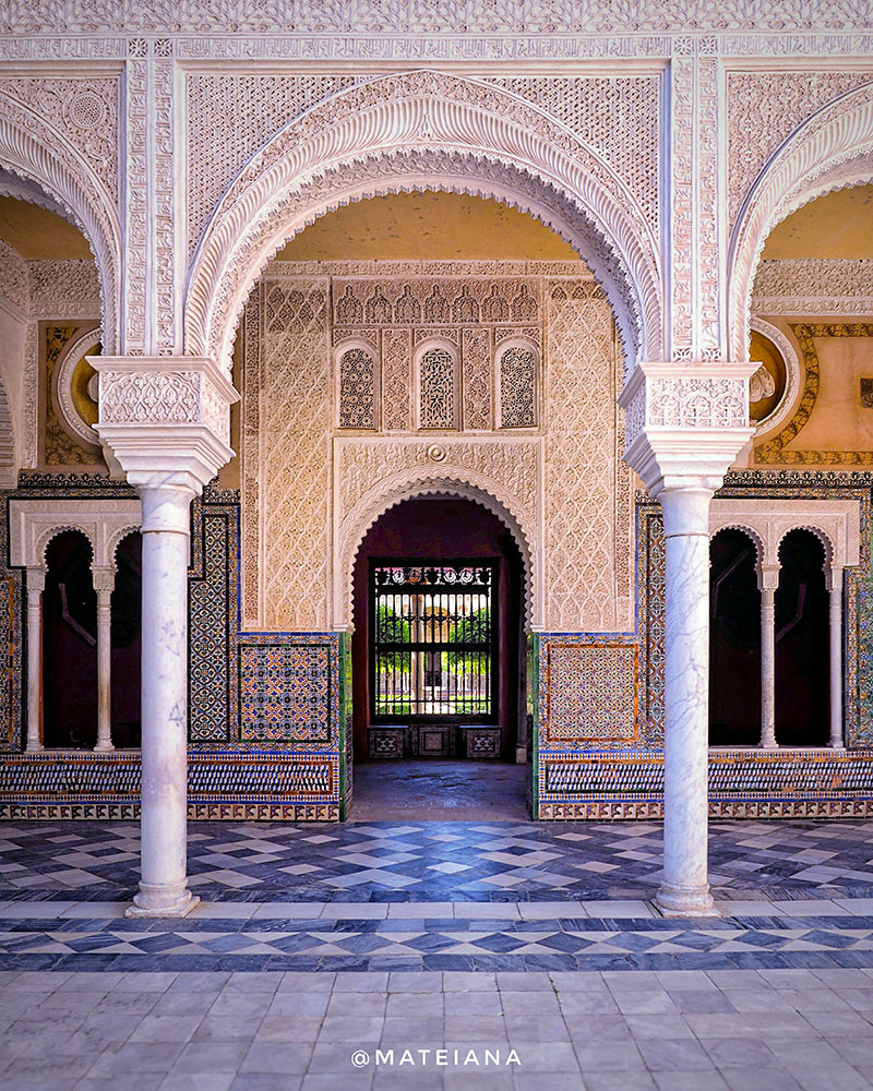 Moorish-Arches-and-Azulejos-at-Casa-de-Pilatos-Seville,-Spain