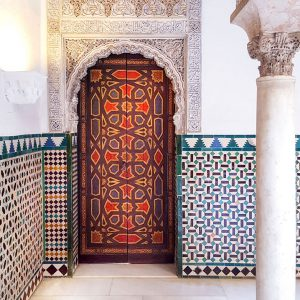 Moorish-door-and-azulejos-wall-at-Real-Alcazar-Seville