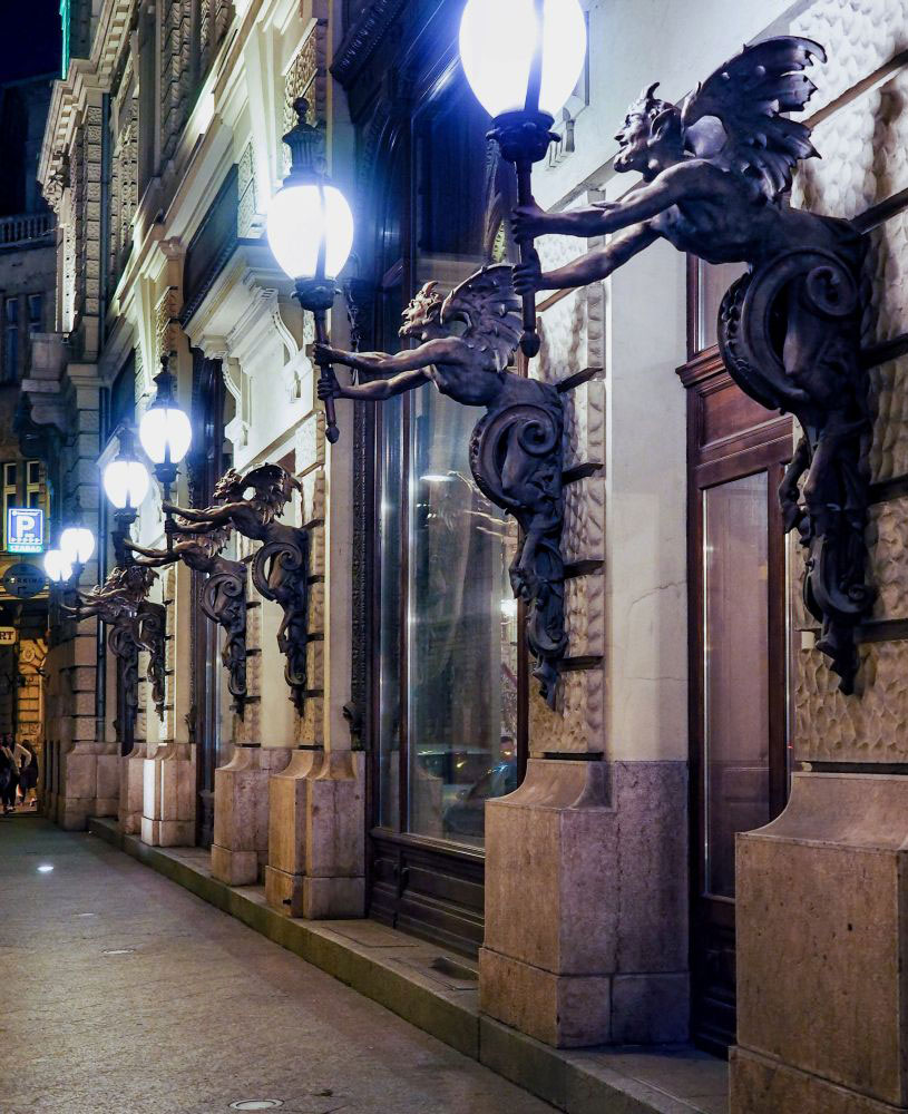 Street Lamps at New York Cafe Boscolo