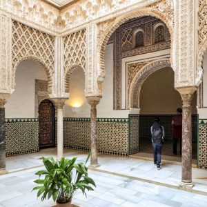Real-Alcazar-of-Seville---patio-details
