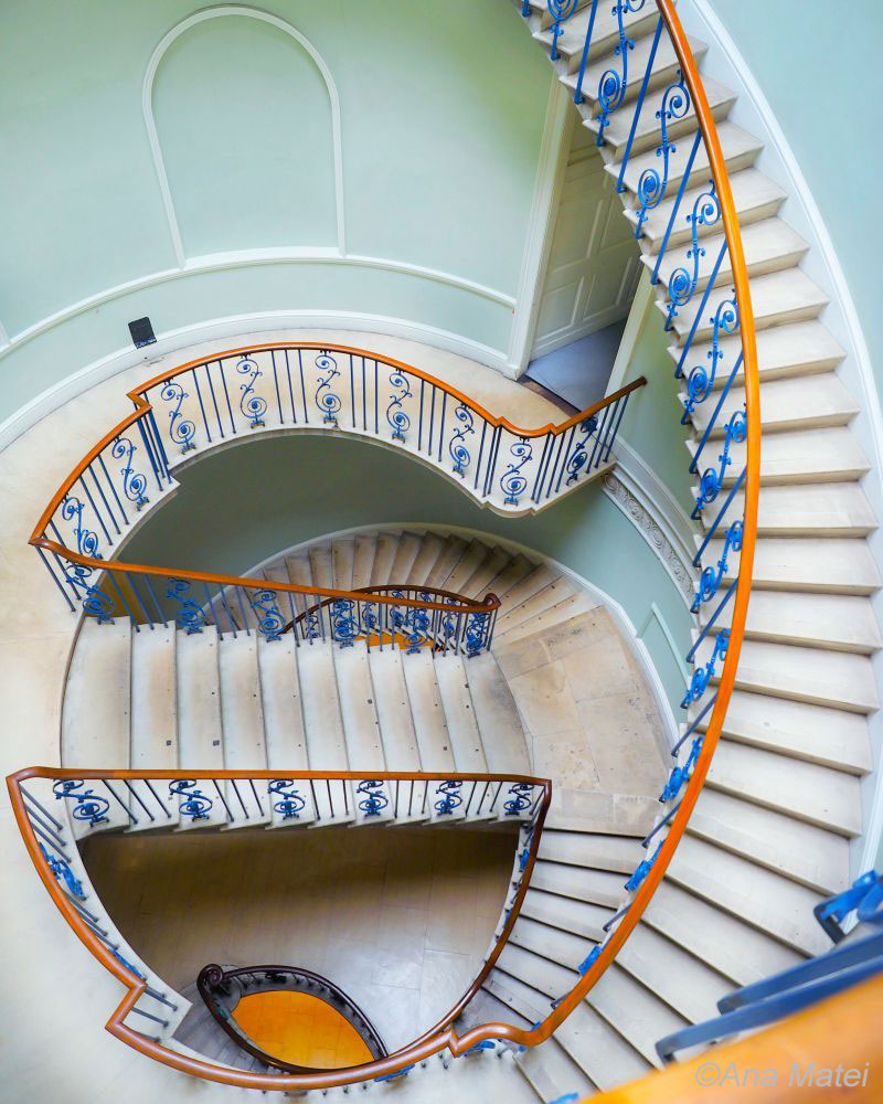 Somerset-House-London---point-of-view-on-spiral-staircase