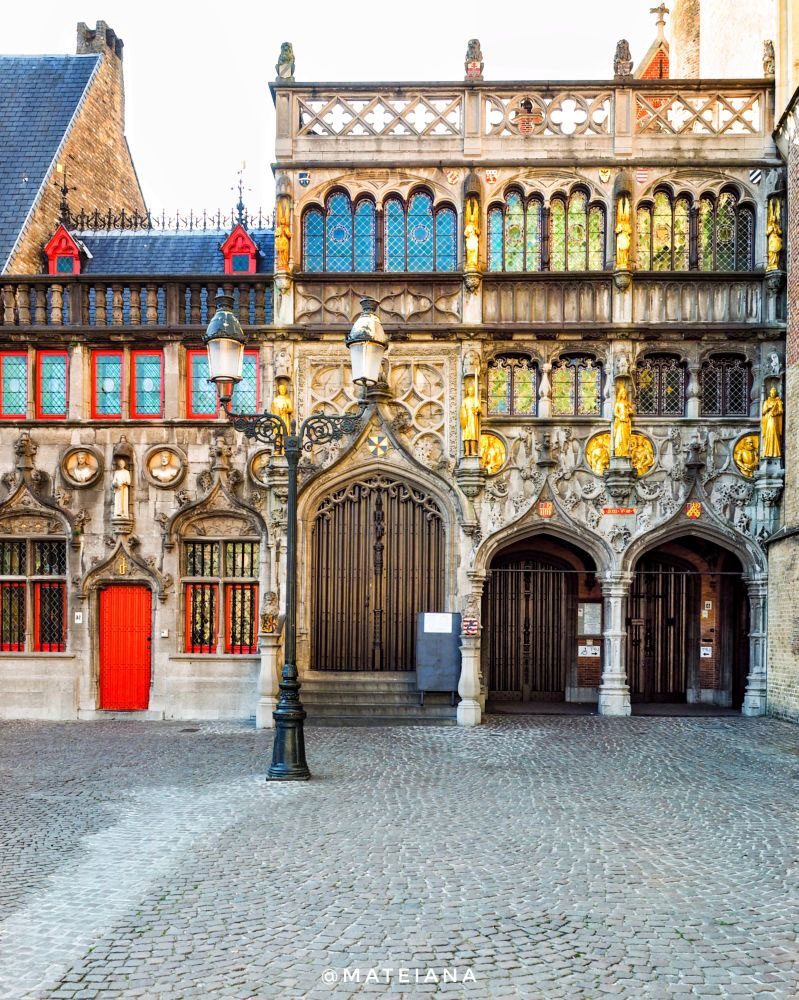 Basilica-of-the-Holy-Blood-Brugge,-Belgium