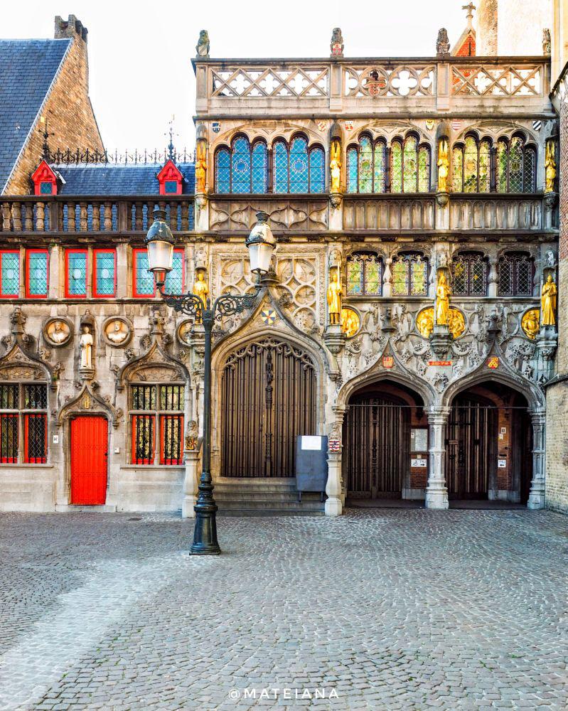 Basilica-of-the-Holy-Blood-Brugge,-Belgium