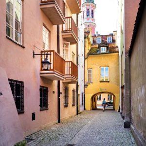 Dawna-passage-in-Warsaw,-Poland