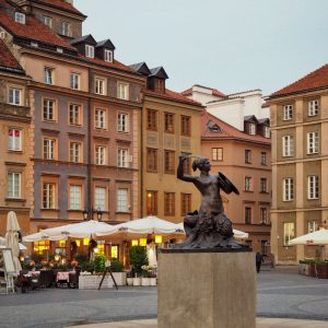 Old-Town-Warsaw-and-Mermaid-Statue