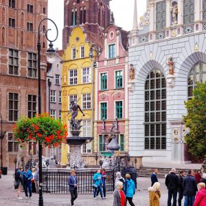 St.-Mary,-Artus-Court,-Fountain-of-Neptune,-and-Ratusz---Gdansk,-Poland