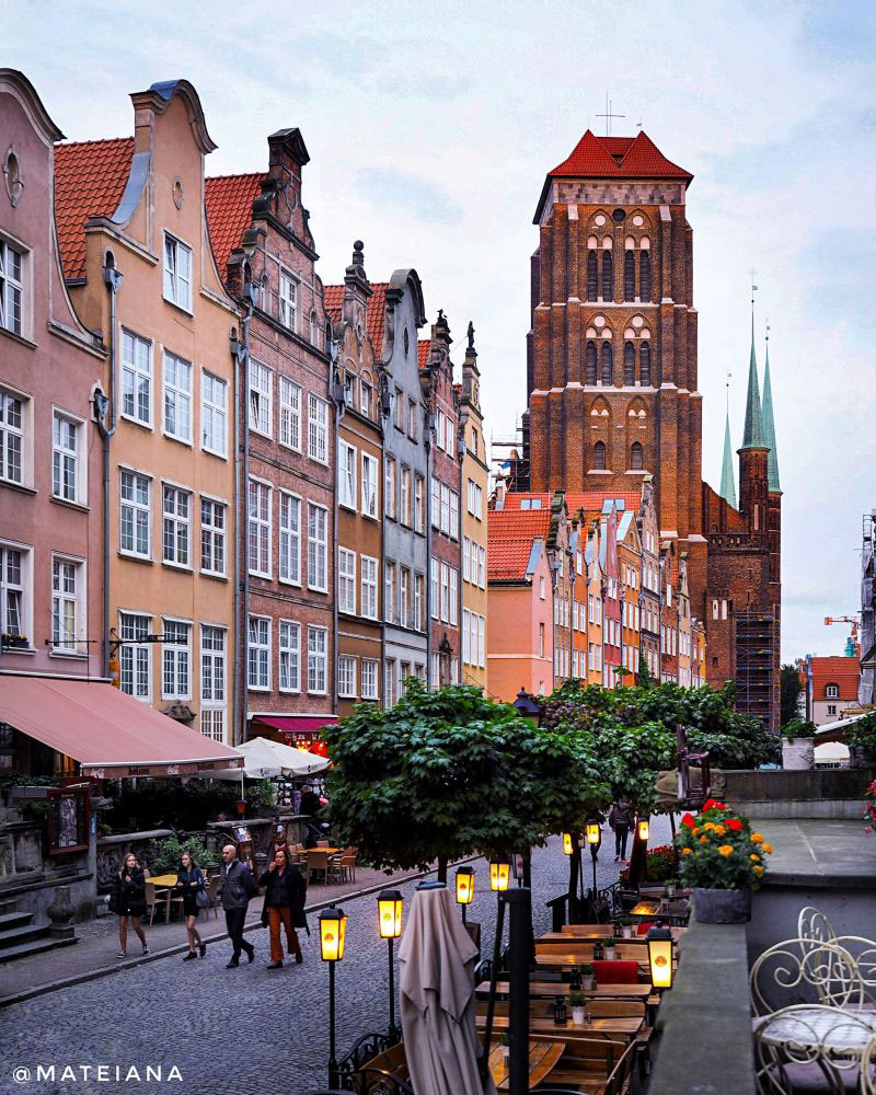 St.-Mary-Basilica-in-Gdansk---view-from-Ul.-Piwna