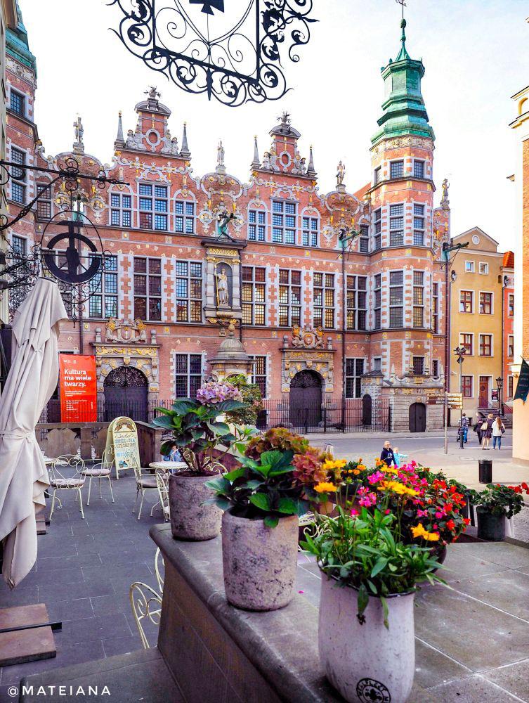 Wielka-Zbrojownia-w-Gdansku-on-Ul.-Piwna-in-Gdansk,-Poland
