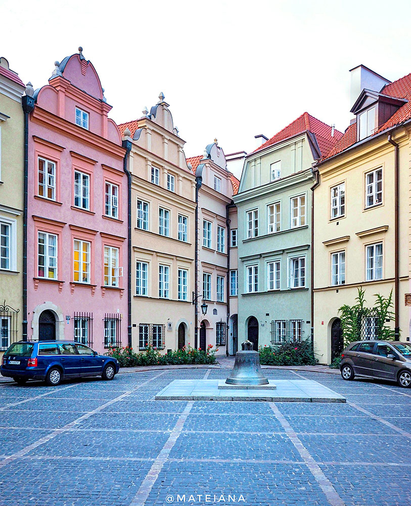 pastel colored-square-of-the-whishing-bell-in-Warsaw