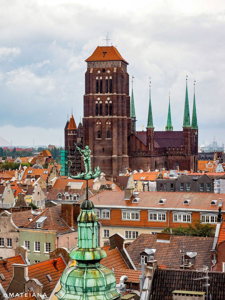 view-Gdansk-from-above--St.-Mary-Basilica