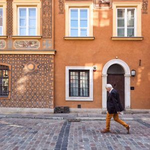 when-people-match-places-in-Szeroki-Dunaj,-Warsaw