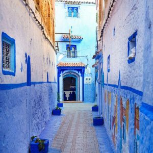Blue-Streets-of-Chefchaouen,-Morocco---pov
