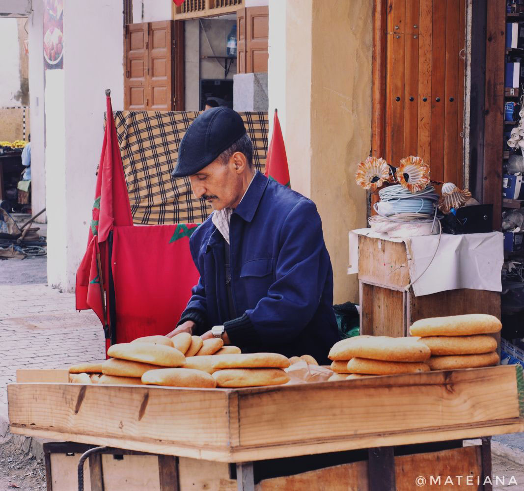 Morccan-man-selling-bread-on-the-streets-of-Rabat---Mahrash-or-Khobz