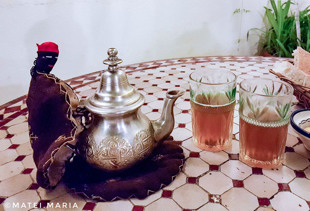 Moroccan-Mint-Tea-and-Funny-Teapot-Mitten