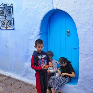 Moroccan-children-in-Chefchaouen---blue-door