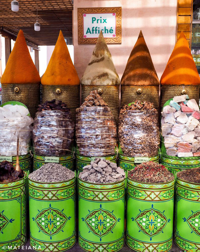 Spices-and-herbs-in-Marrakech-souks