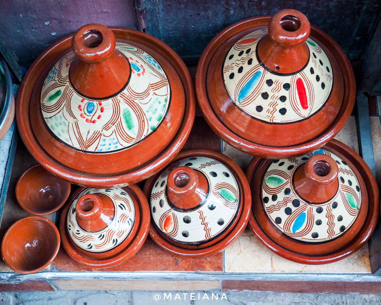 Tagines---Tajines-ceramic-pots-in-Marrakech,-Morocco