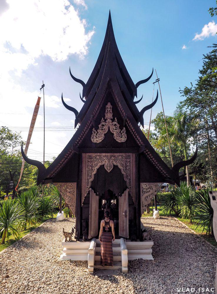 Ana-at-Baan-Dam-Museum-in-Chiang-Rai,-Thailand