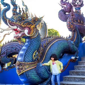 BlueTemple-Wat Rong Seua -Chiang-Rai-Dragons-and-Kid