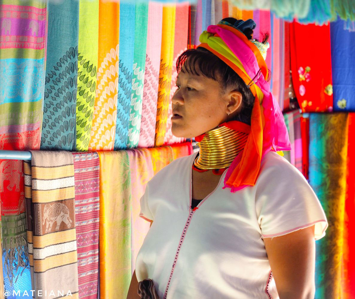 Long-Neck-Village-Chiang-Rai---Kayan-Lahwi-Woman-and-colorful-scarfs