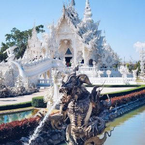 White-Temple-Chiang-Rai-&-Dragon-Fountain