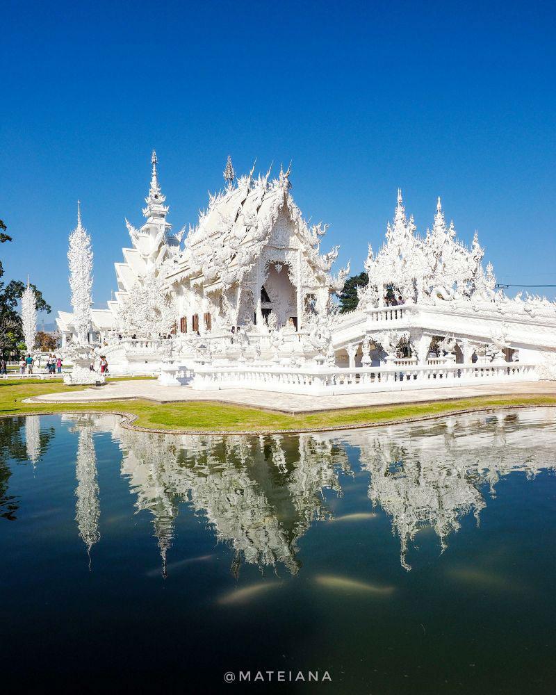 White-Temple-Wat Rong Khun - Chiang-Rai-and-White-Koi-Fish