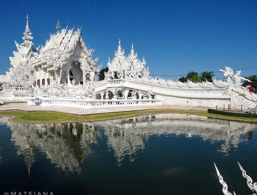White-Temple-and-How-to-spend-a-day-in-Chiang-Rai,-Thailand