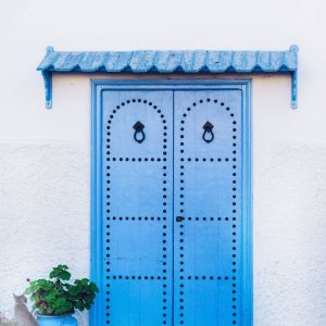 Blue-door-in-Rabat,-Morocco