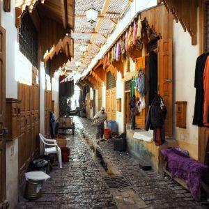 Dyeing-textiles-souq-in-Fez-Medina,-Morocco