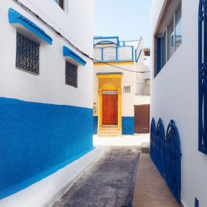 Kasbah-des-Oudaias,-Rabat---indigo-and-yellow-streets