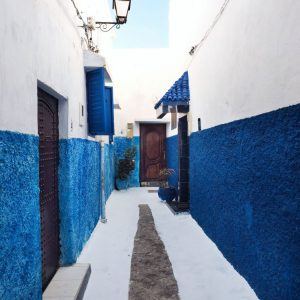 Kasbah-of-the-Udayas,-Rabat---white-and-indigo-narrow-street