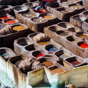 Men-working-in-the-dyeing-pits---Fez-Tannery-Morocco