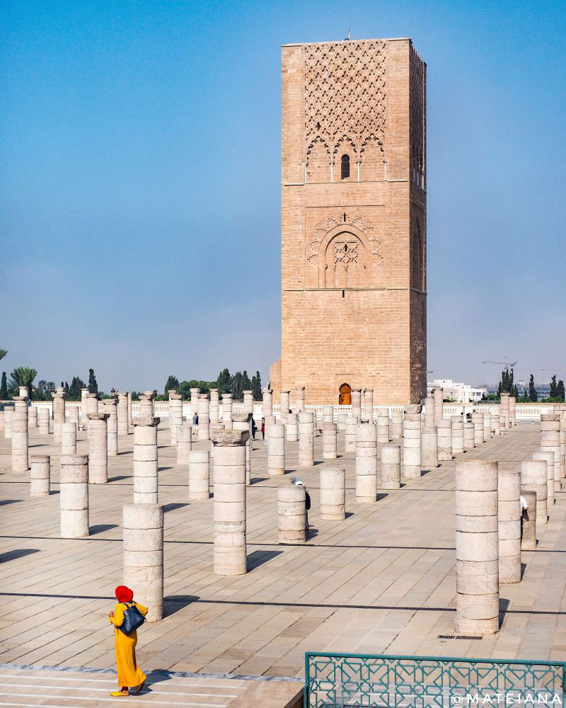 Moroccan-woman-in-front-of-Hassan-Tower
