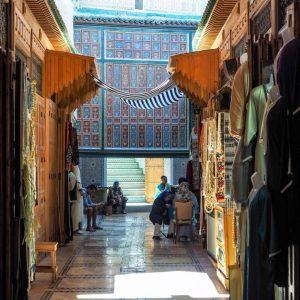 Textiles-Souk-in-Fez-Medina,-Morocco