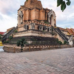 Wat-Chedi-Luang---temple-in-Chiang-Mai,-Thailand
