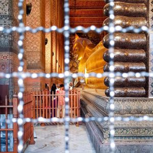 Reclining-Buddha-at-Wat-Pho---point-of-view