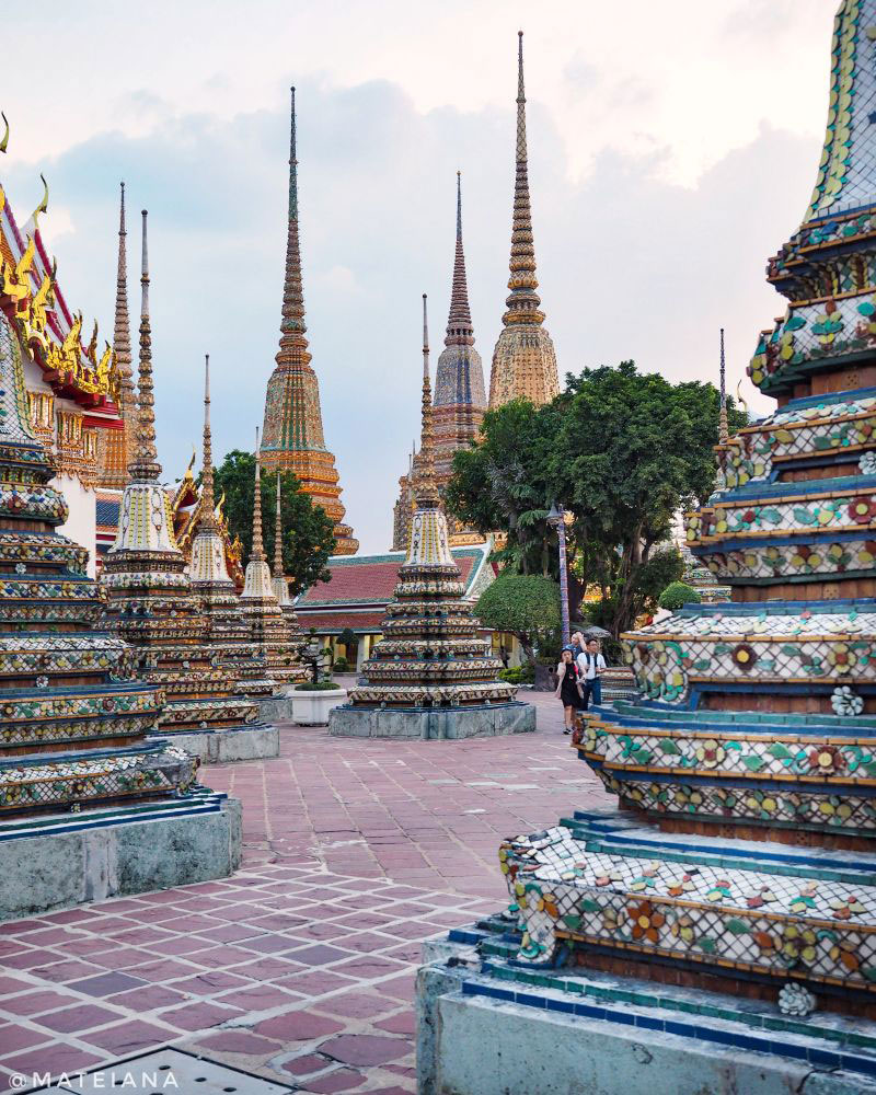 Wat-Pho---colorful-stupas