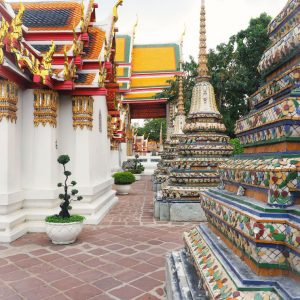 Wat-Pho---point-of-view---temples-and-stupas