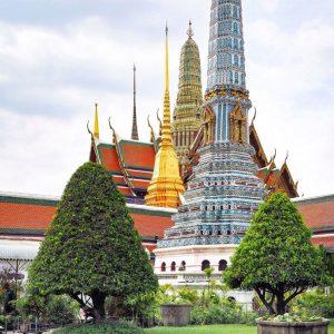 Wat-Phra-Kaew---Grand-Palace---stupas