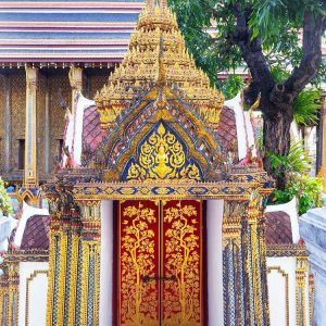 beautiful-door-inside-Wat-Phra-Kaew---Grand-Palace