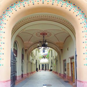 Art-Nouveau-Details-in-Oradea,-Romania
