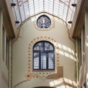 Light-and-shadow-in-Black-Eagle-Gallery,-Oradea