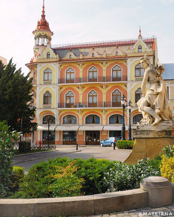 Sztarill-Palace,-now-Astoria-Hotel-pov