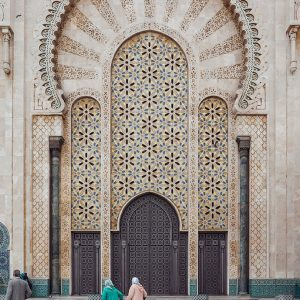People-in-front-of-Hassan-II-Mosque-in-Casablanca,-Morocco