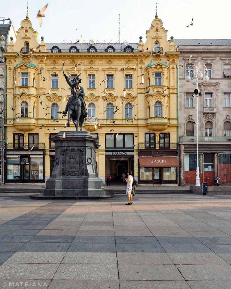 Ban-Jelacic-Square,-Zagreb,-Croatia---pigeons