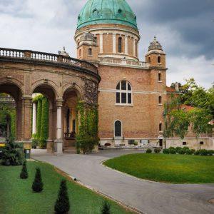 Mirogoj-Cemetery,-Zagreb---Chapel