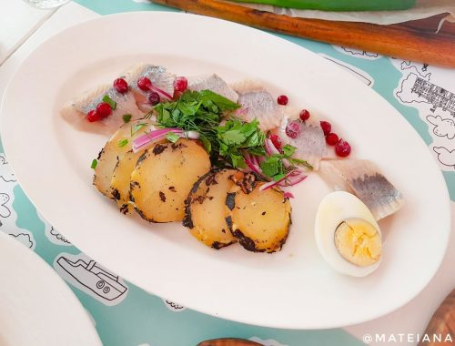 Selyodka---pickled-herring-with-warm-potatoes-at-Katyusha,-St-Petersburg