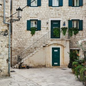 Beautiful-limestone-facade-in-Split,-Croatia
